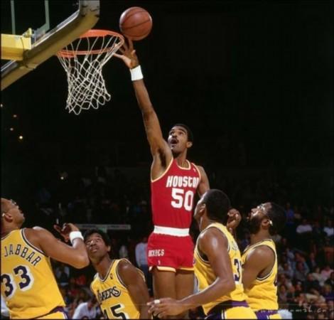 新闻中心 体育新闻 篮球 正文    5,奥拉朱旺打爆罗宾逊   在1995年的