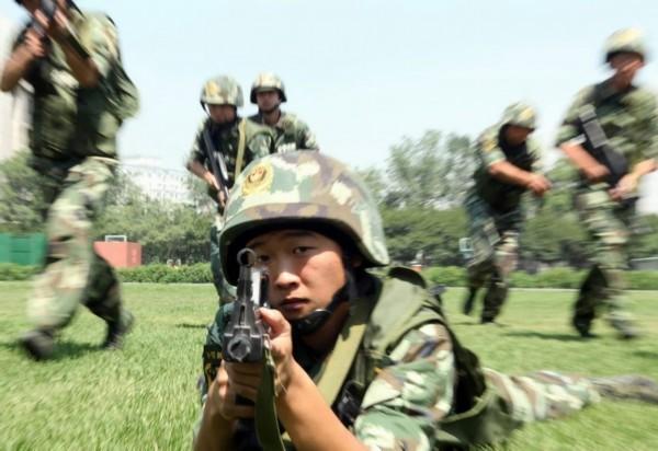 1年7月6日,武警边防部队乌鲁木齐指挥学校利用激光对抗系统进行图片