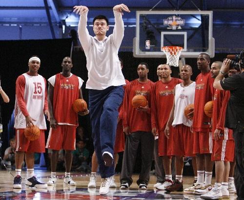 姚明NBA之路 巨人参加全明星赛前训练