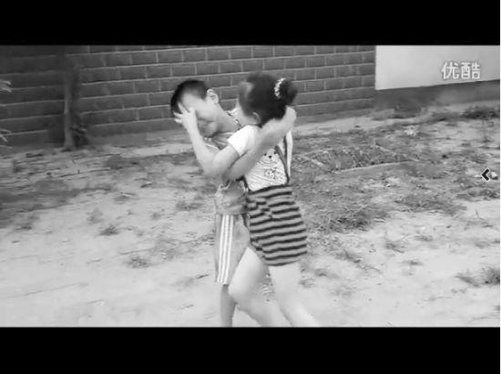 小孩v小孩自家身高打架女生称让其学自强(图男子166过程的图片