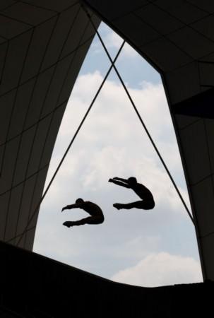 世锦赛男子双人3米板预赛激战正酣,中国组合秦凯/罗玉通出战,高清图片