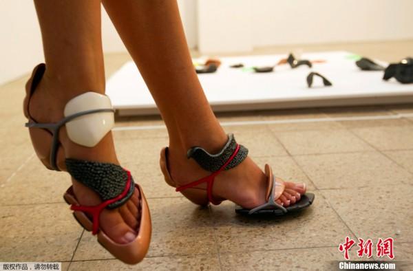 """会""""变身""""的鞋子亮相以色列"""