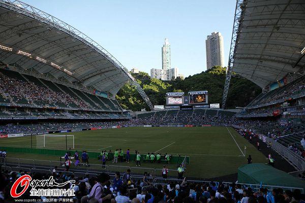 英超亚洲杯鸣枪开战 美女齐聚香港大球场
