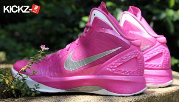 耐克粉红色篮球鞋