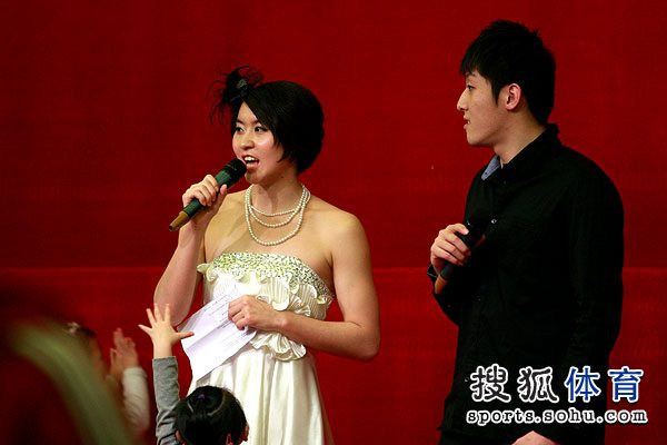 组图:焦刘洋甜美写真耍酷 游泳好手客串主持人