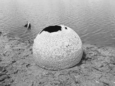 美湖底寻回哥伦比亚号失事航天飞机燃料罐(图)