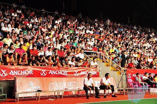 """1年""""力加杯""""海南省排球联赛昨晚在文昌结束了B组第一轮的争夺,"""
