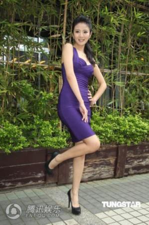 安以轩爆乳紧身短裙狂秀美腿