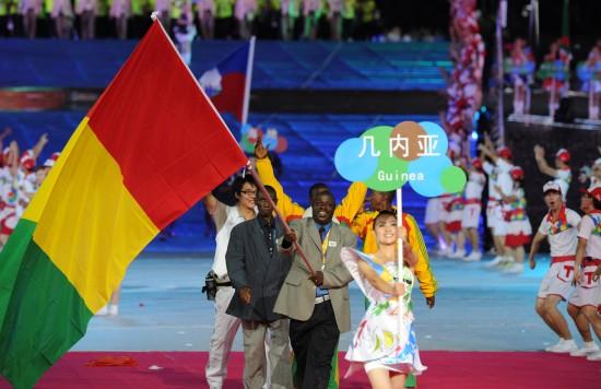 世界大学生夏季运动会开幕式在深圳举行.这是几内亚代表团入场.-