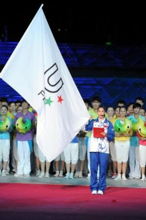 世界大学生夏季运动会开幕式在深圳举行.这是运动员龚园代表宣誓