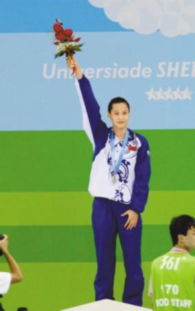 浪里白条陆滢果然称王 女子4×100接力中国铜牌