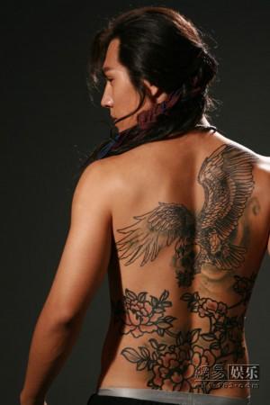 纹身满背牡丹花图案