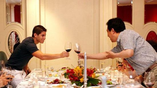 组图:许家印夜宴安抚穆里奇 明年目标亚冠夺冠