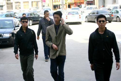 中国顶级保镖:年薪超80万 掌握三门外语