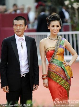 小镇:威尼斯电影节开幕-杨子和黄圣依走红毯南方图文电影网图片