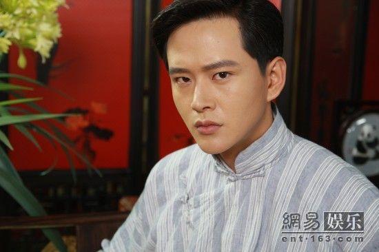 演员黄明,许绍洋(微博),蒋梦婕(微博),王子文主演的年代大戏《刺青海