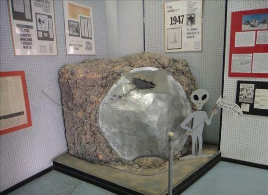 关注51区:美军与外星人之间的秘密! - 外星人给地球的忠告 - UFO外星人不明飞行物和平天使2012
