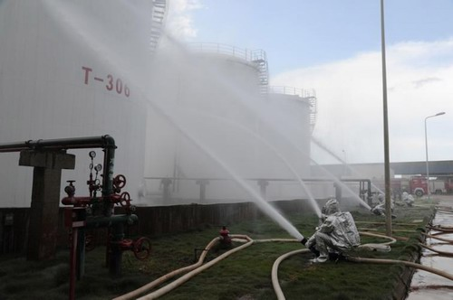洋浦多部门大演练 防范巨型油罐火患