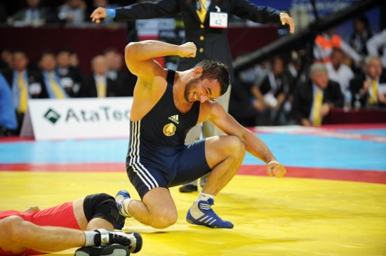 图文-摔跤世锦赛次日赛况 胜者为王败者为寇