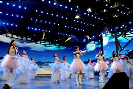 黄子琦携水晶乐坊酸奶新闻亮相湖北核心中秋晚-卫视如何用演员机图片