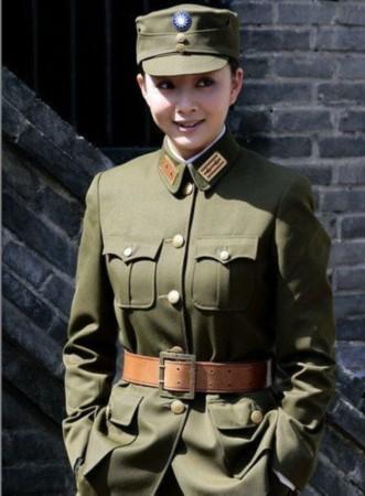 穿军装的女兵图片