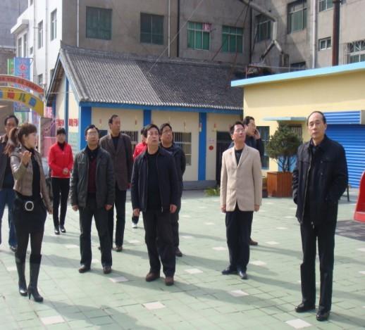 洛南县教体局李局长做了详细介绍,洛南县幼儿园园长张敏玲就洛南县