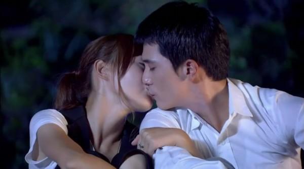 《爱情睡醒了》落幕 盘点唐嫣邱泽剧中浪漫吻戏