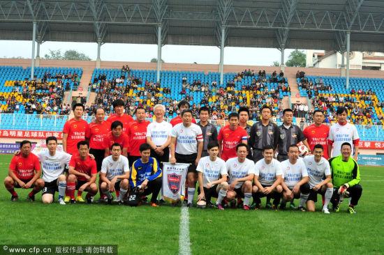 正文    新浪体育讯 北京时间2011年10月6日,央视主持人队与青岛海牛