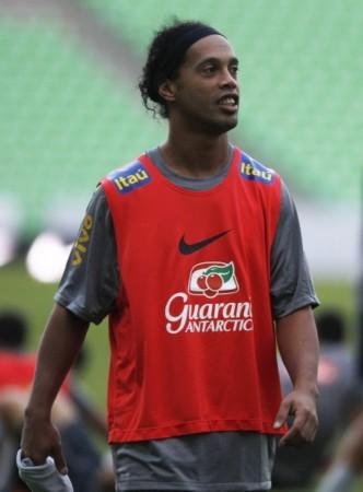 巴西队备战友谊赛 罗纳尔迪尼奥在训练中