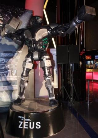 图文:《铁甲钢拳》机器人三地揭幕-机器人拳手:宙斯