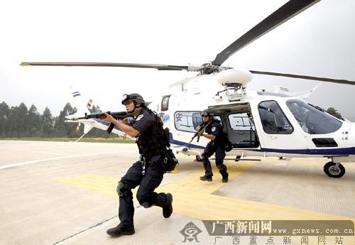 南宁警务直升飞机首飞一年后:目击直升机空中救援
