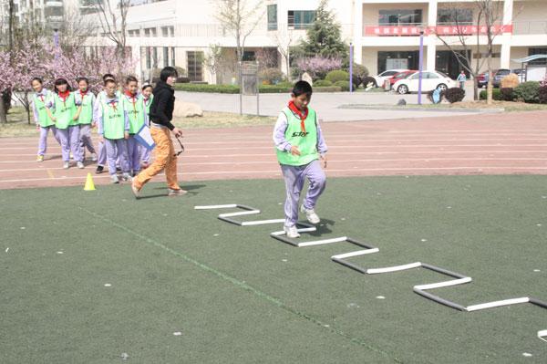 组图:青岛城阳区实验二小 阳光体育活动趣味多