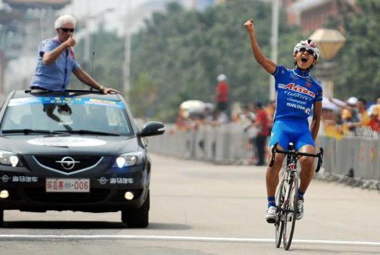 (体育)(6)自行车——2011环海南岛国际公路自行车赛战罢第二赛图片