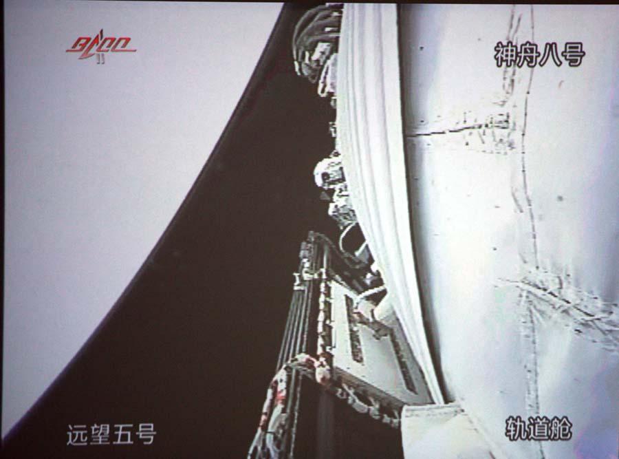 零距离接触神舟八号 直击飞船内的 中国结 图