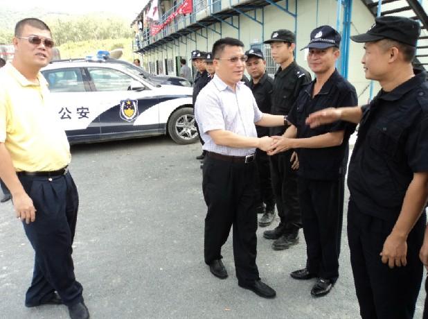 三亚公安局局长江伟视察绕城高速公路安保情况