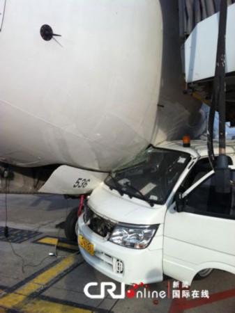厦门机场发生汽车与飞机相撞事故 航班延误(图)
