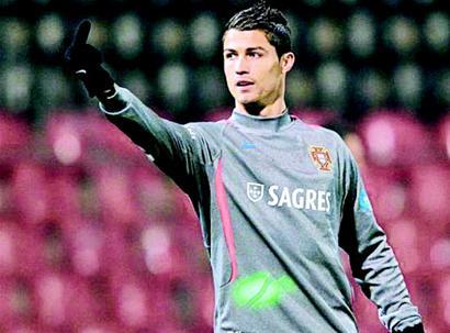 梅西/楚天都市报讯代表葡萄牙前往波黑出战欧洲杯预选赛附加赛的C罗,...