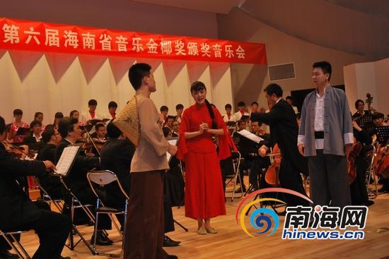 受到海南各大高校欢迎的歌剧《红色娘子军》演出剧照(南海网记者徐