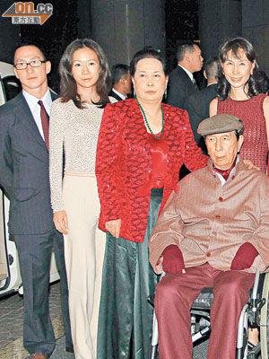 何鸿��90岁大寿,二太蓝琼缨率子女祝贺