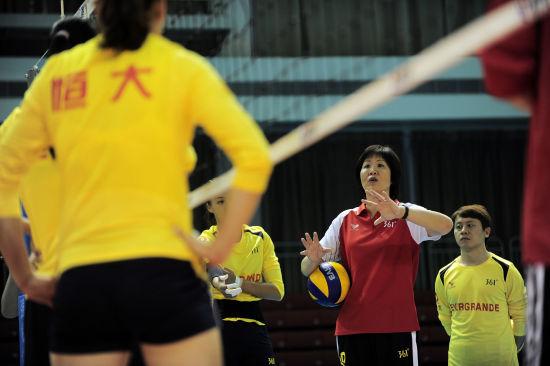 广东恒大女排名单_图文-广东恒大女排首次公开训练