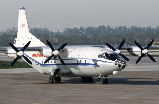 资料图:中国产运8C运输机   日前,中航技和中航工业陕飞组成运8项目联合考察组访问委内瑞拉。双方就今年5月签订的8架运8C型飞机技术状态调整、综合保障能力建设、用户培训要求及飞机转场等内容进行了交流。委内瑞拉用户透露,根据飞机使用情况,有可能追加飞机订购数量,这意味着运8外贸机出口即将步入一个新的春天。   自1987年出口斯里兰卡以来,运8飞机相继出口到缅甸、津巴布韦、苏丹等国家,但随后出口一度陷入沉寂。此次与委内瑞拉签订合同是陕飞在外贸机市场上实现的一次大突破,不仅成功建立了新的海外用户,使