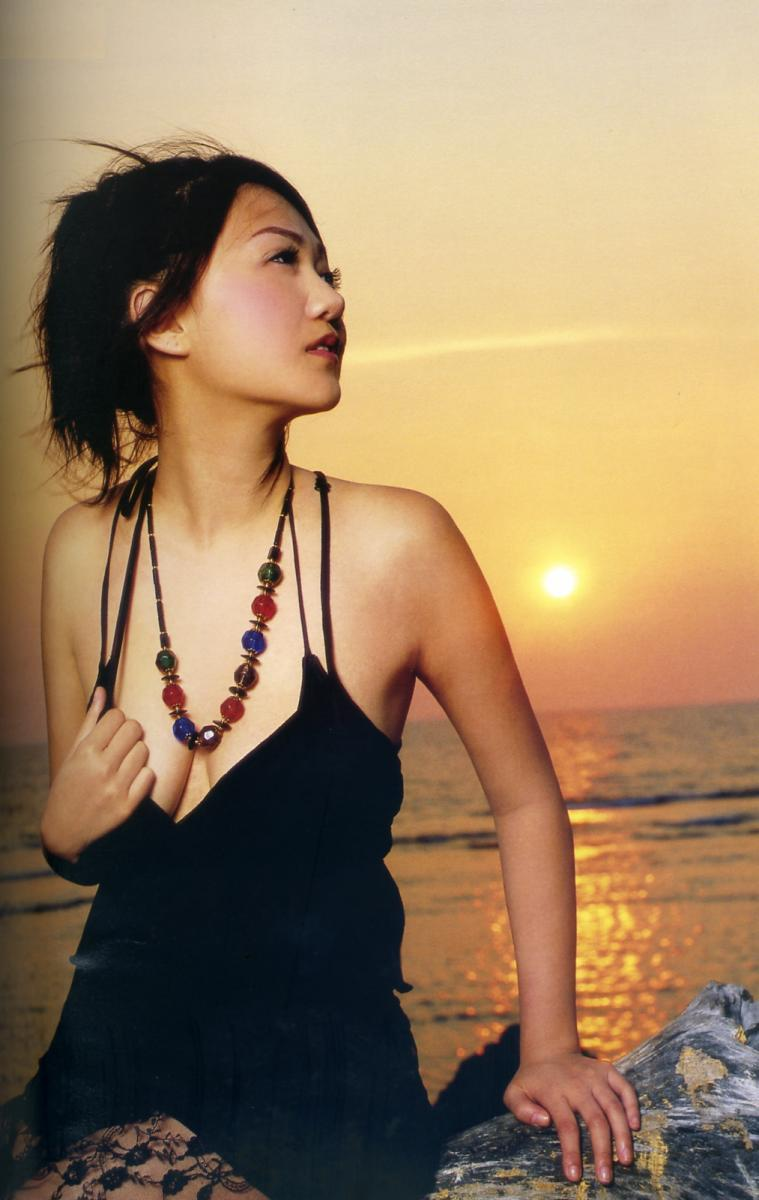 迅雷露逼美女_【王从希包养图片】香港35d巨胸港姐王从希