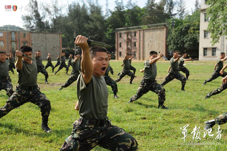 解放军特种兵残酷训练侧记