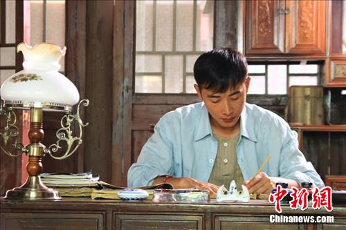 """《阿诚》上演台商沉浮 罗晋变身""""左撇子""""苦练茶艺"""