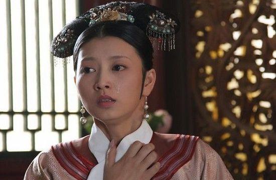 ...传奇一生的故事.在最近的剧集中斓曦饰演的沈眉庄因难产而...