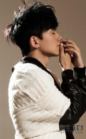 张杰携新专辑台湾做宣传 新碟遭遇歌迷疯抢