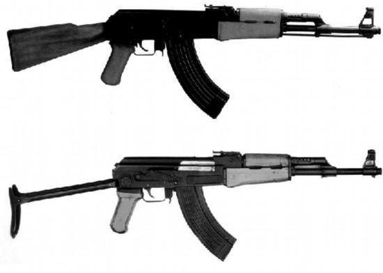 木质枪托的原版AK-47突击步枪和金属折叠枪托的原版AK-47突击步枪   日前,《解放军报》重磅出炉2011年度世界兵器排行榜,一代名枪AK-47位列榜首。军报给出的上榜理由是:俄罗斯军方决定停上采购这款已经风光了半个多世纪的经典突击步枪。   自1947年AK-47定型并投产以来,苏联/俄罗斯军方每年订购一批AK家族的产品已形成雷打不动的传统。谈及军方打破这一传统的原因,俄军总参谋长马卡罗夫将军给出了两个:一是库存太多,二是其作战性能已不符合现代要求。   军方的停购决定将让原本就处在不景气状态
