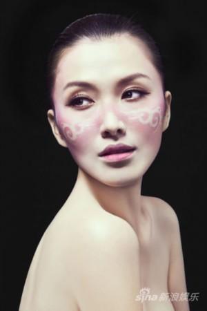 徐洁儿新年写真脸涂彩绘性感开运(图)