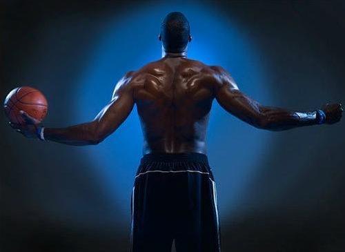 霸气外露的头像_NBA性感肌肉男:魔兽霸气外露 JR秀魅力胸肌_南海网新闻中心
