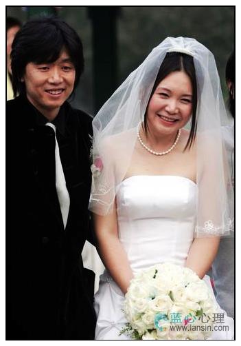 谢霆锋和张柏芝的婚纱照_...你从未见过的,张柏芝与谢霆锋的婚纱照,惊艳了时光